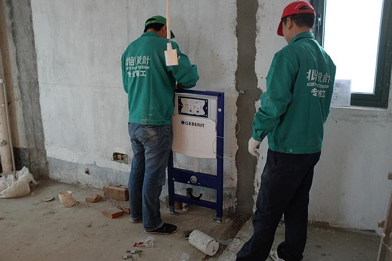 安装墙排马桶水箱
