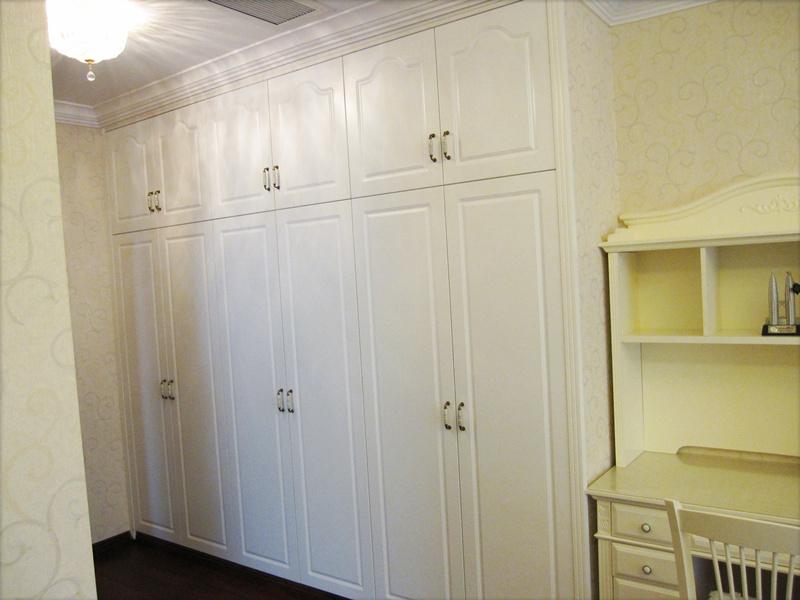 白色实木衣柜,白色衣柜配实木床