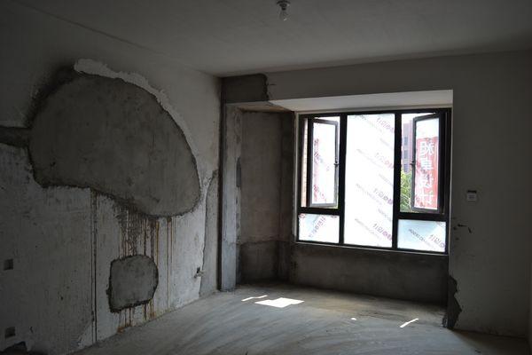 主卧室飘窗地台也打掉了