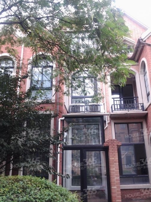 奥斯5室5厅4卫229平方产权房豪华装