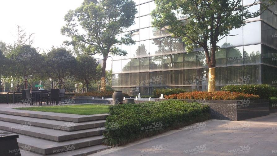 雨润国际广场1室1厅1卫62.79平方产权房豪华装