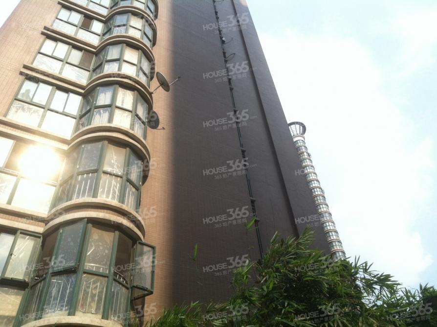 押一付一,精装,朝南,设施齐全,随时看房,大阳台,低于市场价