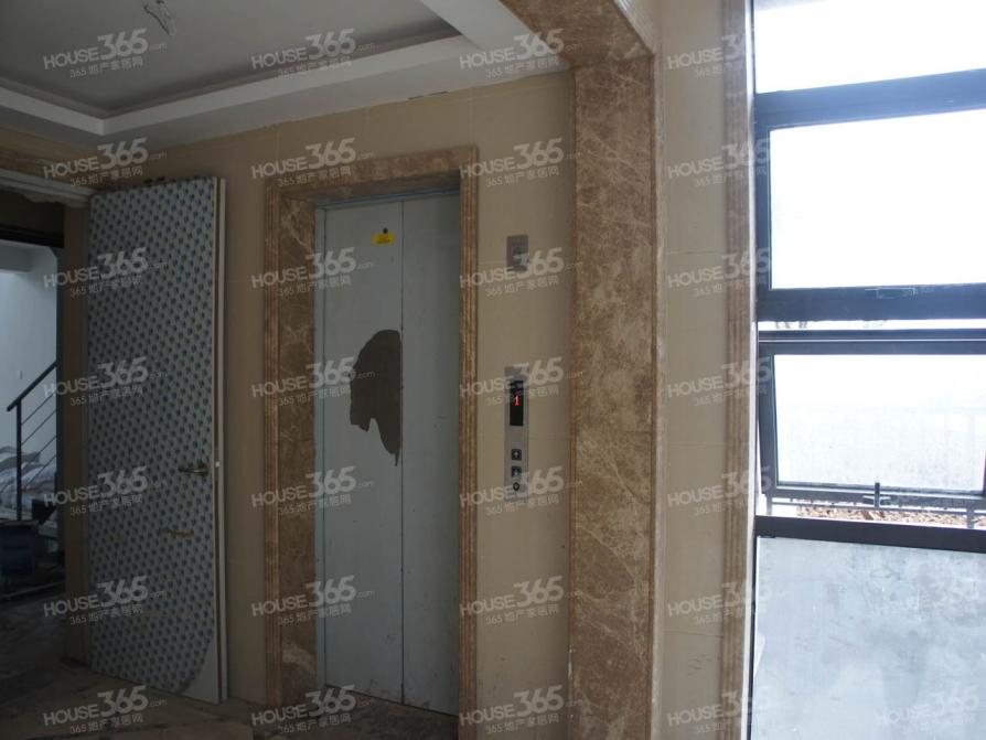保利罗兰香谷3室2厅2卫142平米2014年产权房毛坯
