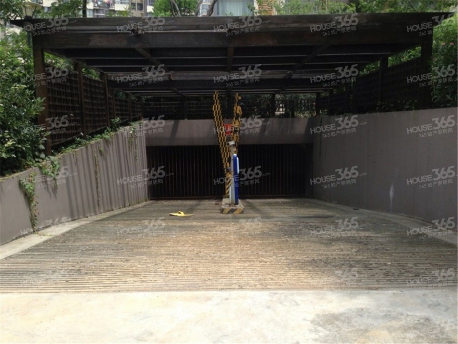 阿尔卡迪亚24.42平米车库产权房