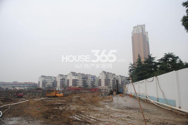 宝龙香槟湖三期已动工(2013.10.31摄)