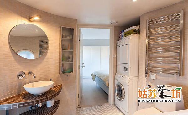 卫生间装修效果图是大家最值得参考的样板。卫生间也是家庭成员进行个人卫生工作的重要场所,实用性强,利用率高,应该合理、巧妙地利用每一寸面积。有时,也将家庭中一些清洁卫生工作也纳入其中,如洗衣机的安置、洗涤池(考虑清洗污物)、卫生打扫工具的存放等。 看卫生间的装修效果图,也要清楚卫生间设计的基本原则: (l)卫生间设计应综合考虑清洗、浴室、厕所三种功能的使用。