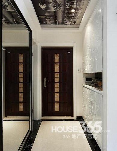 88平米装修:入户玄关,一面为大大的穿衣镜
