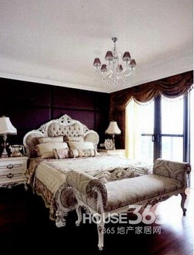 欧式卧室装修效果图:简单装修的一款欧式卧室,但是欧式家具的选择