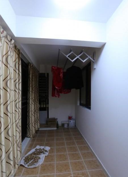 卧室阳台装修效果图:很实用的阳台设计,可以晾晒衣物.-卧室阳台