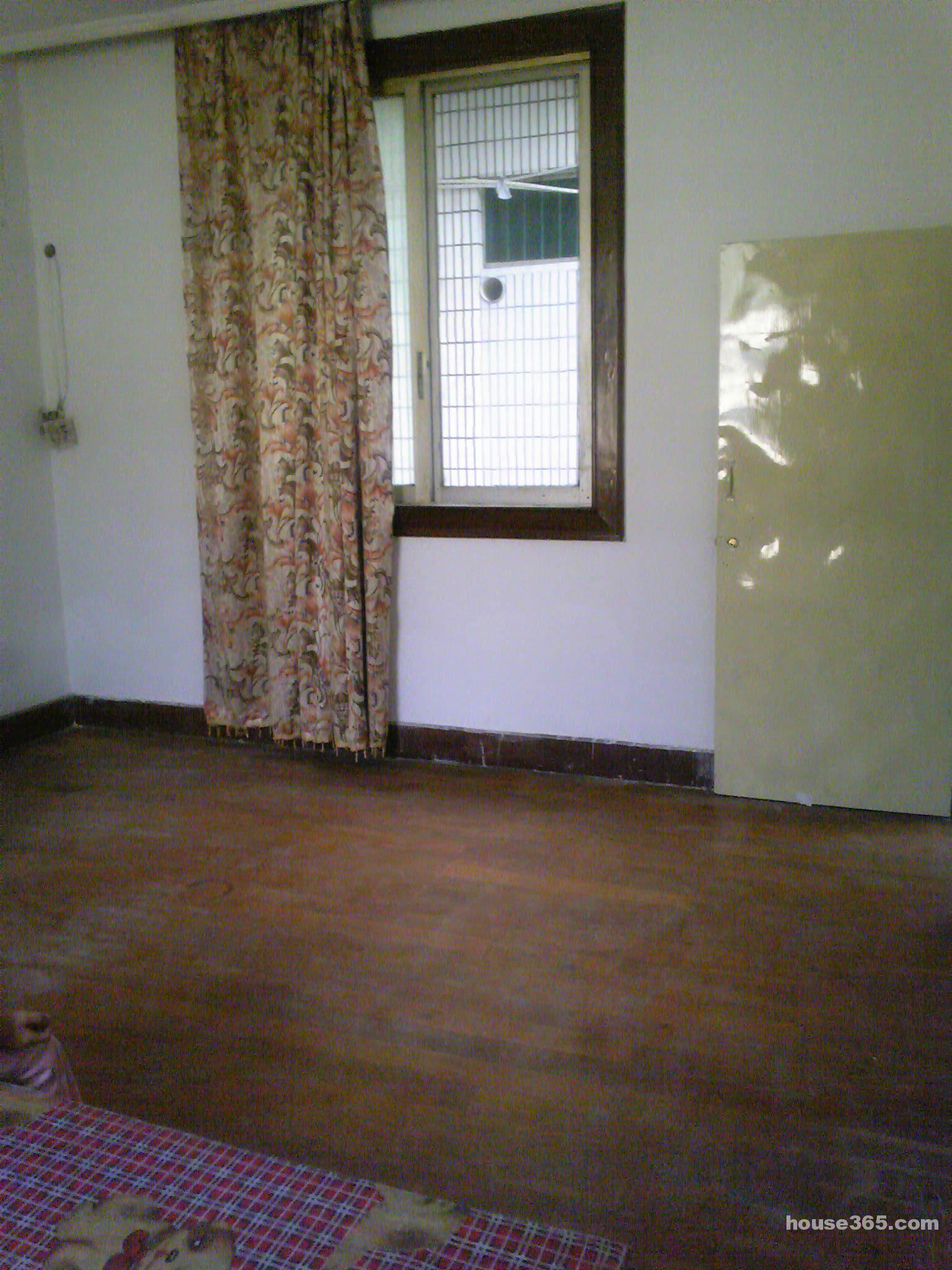 【长安汽车站旁木地板单间+独卫出租